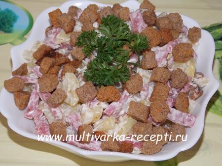 salat-s-suharikami-i-kolbasoj