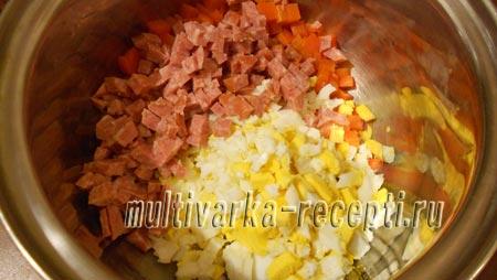 salat-s-kopchenym-kolbasnym-syrom-4