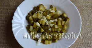 Салат с маринованными грибами, картофелем и огурцами