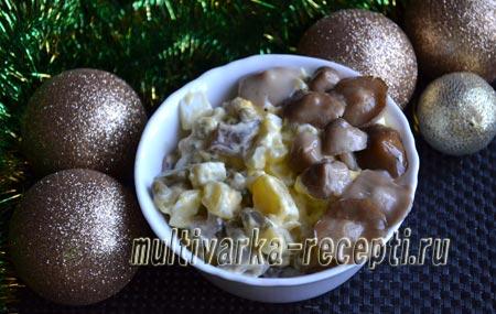 salat-s-marinovannymi-gribami-kartofelem-i-ogurcami