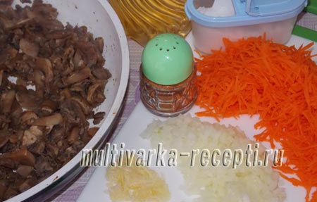 yaichnyj-rulet-s-gribnoj-nachinkoj-4