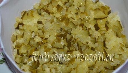 salat-s-govyadinoj-solenymi-ogurcami-i-kartofelem-2
