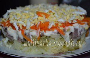 Салат с говядиной, солеными огурцами и картофелем