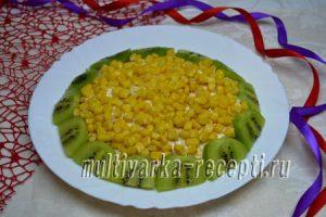Слоеный салат с киви рецепт