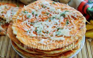 Лепешки на сметане на сковороде с томатным соусом и сыром