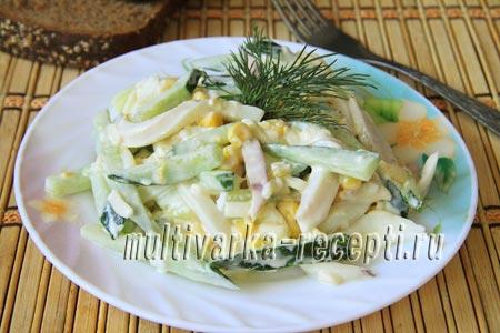 Салат с кальмарами, кукурузой и свежим огурцом: рецепт
