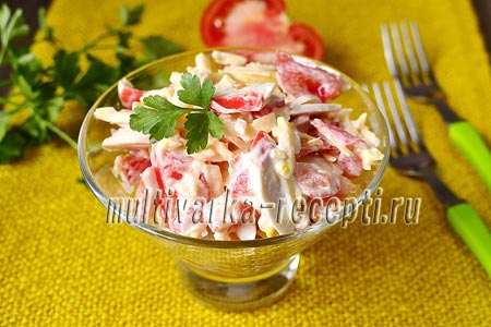 Салат с крабовыми палочками, помидорами, чесноком и сыром: рецепт с фото