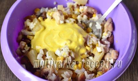 Салат с рисом курицей ананасами