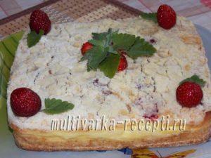 Пирог с клубникой, творогом и пудингом