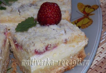 Как приготовить пирог с клубникой, творогом и пудингом
