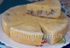 Заливной пирог с рыбными консервами и рисом в мультиварке