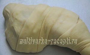 Окорочка в тесте, фаршированные сыром и чесноком