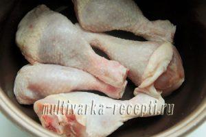 Тушеная куриная голень под соусом в мультиварке