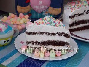 Шоколадный торт со взбитыми сливками в мультиварке