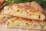Пирог из жидкого теста с колбасой, сыром и зеленым луком