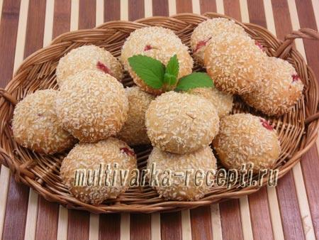 Творожно-кокосовое печенье с клубникой