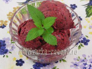 Ягодное мороженое из жимолости