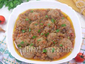 Фрикадельки в баклажанно-томатном соусе в мультиварке