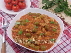 Тушеная свинина с оливками в томатном соусе в мультиварке