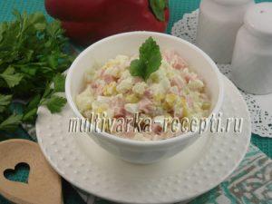 Салат с картофелем, ветчиной и кукурузой