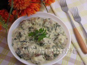 Фрикадельки в сливочно-шпинатном соусе