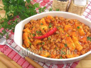 Картофельно-тыквенные клецки в мясном соусе