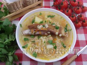 Суп с фасолью, рисом и копчеными ребрышками в мультиварке